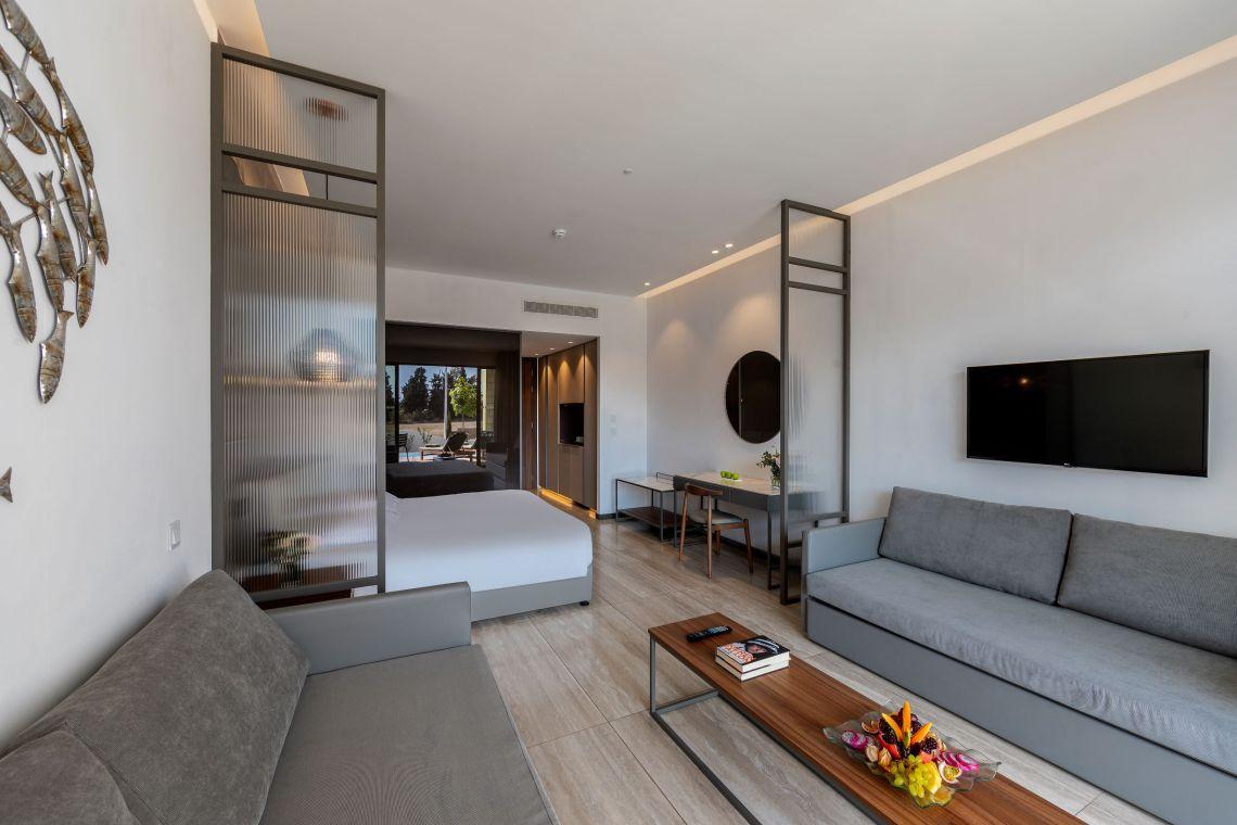 Το Aliathon Resort στην Κύπρο επιλέγει τις ολοκληρωμένες Information Display λύσεις της LG - itravelling.gr