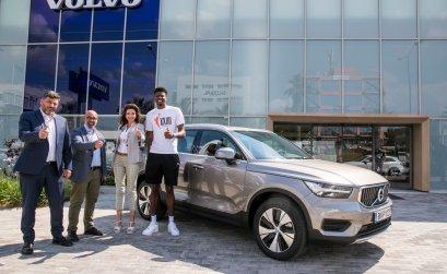 Στη Volvo Saracakis ο Κώστας Αντετοκούνμπο!