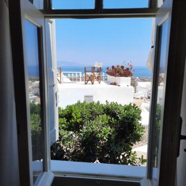 Για post-covid διακοπές στη Σαντορίνη κάτω από την σκιά της Οίας - itravelling.gr