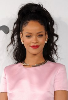 rihanna-best-lipstick-moments-09