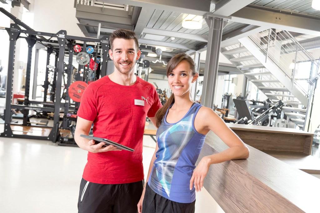 Der Bedarf an qualifiziertem Personal ist in der Fitnessbranche hoch: Dank breit gefächerter Kompetenzen sollen die Kunden optimal beraten werden.