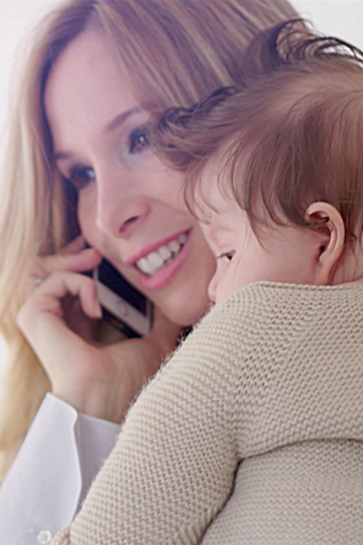 Junge Mutter im Direktvertrieb von heute
