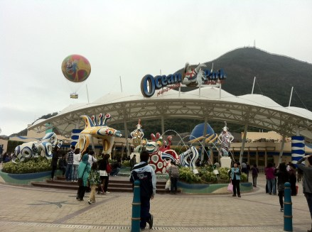 Ocean Park is receiving us smilingly..hot balloon in the background.