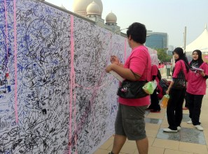 Fighting Breast Cancer Signaturesl wall for The Malaysia Book Of Records