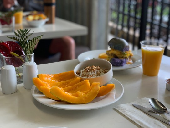 papayas, tropical paradise, hilton garden inn wailua bay, kauai, breakfast, hawaii