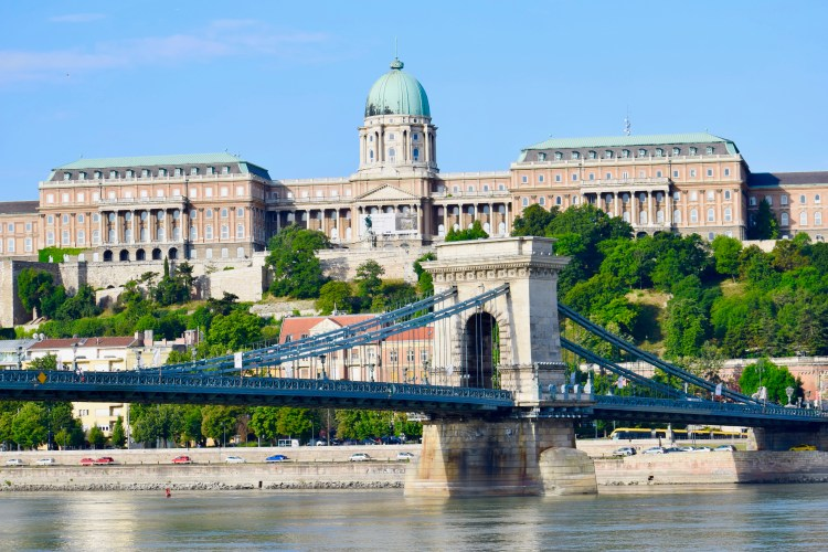 chain bridge budapest hungary europe buda castle