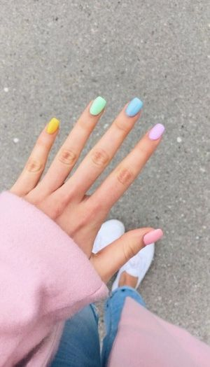 pastel-rainbow-manicure