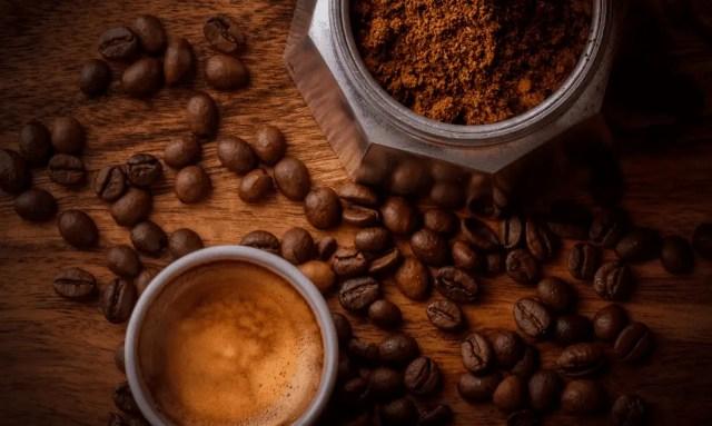 Burr Vs Blade Grinders coffee beans
