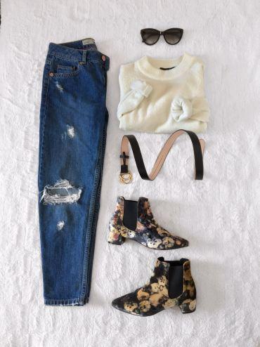Jumper: Primark, Jeans: Topshop, Boots: Topshop, Belt: H&M, Sunglasses: Roberto Cavalli