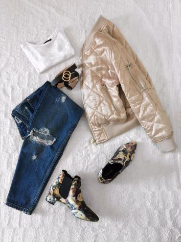 Bomber jacket: Topshop, Tshirt: Primark, Jeans: Topshop, Boots: Topshop, Belt: H&M