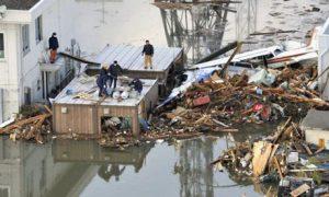Japan-tsunami-earthquake-people-buildings