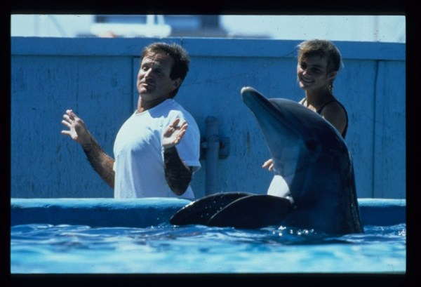 XII In-the-Wild-Robin-Williams-with-Dolphins