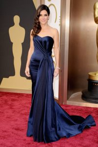 elle-oscars-2014-red-carpet-looks-sandra-bullock-v-xln