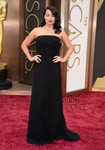 oscars-2014-margo-robbie-red-carpet-front__oPt