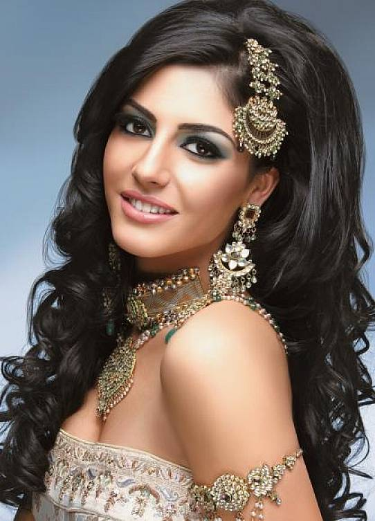 Classy-Indian-Bridal-Makeup with hairstyle for long hair