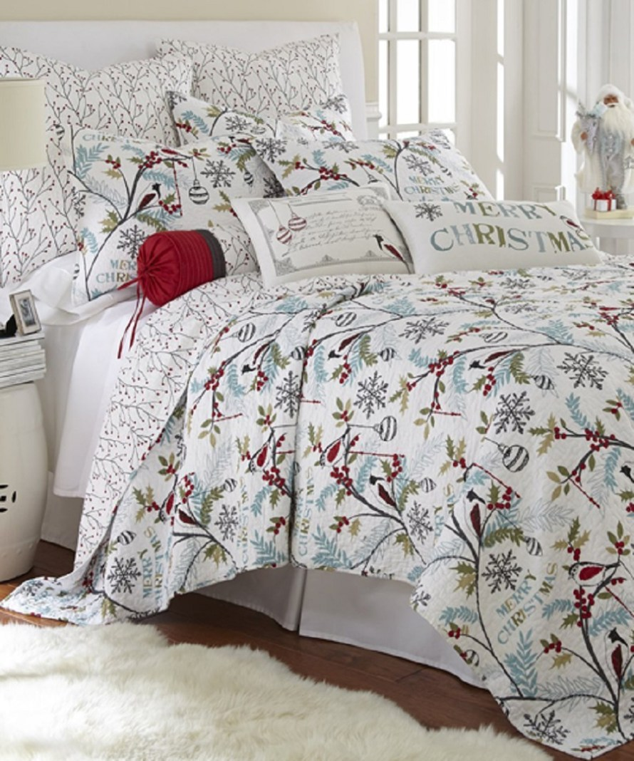Christmas Holly Bedding at Canadian Log Homes