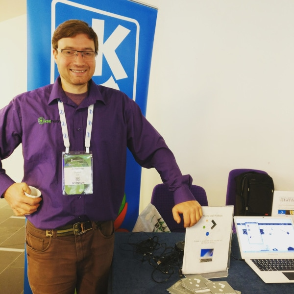 Jonathan Riddell at KDE Booth in OSSummit 2018