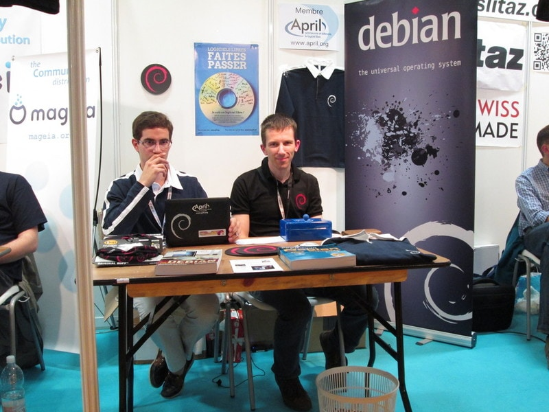 Raphael Hertzog at a Debian booth