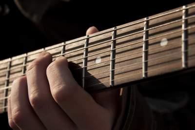 https://pixabay.com/en/guitar-music-rock-1180744/