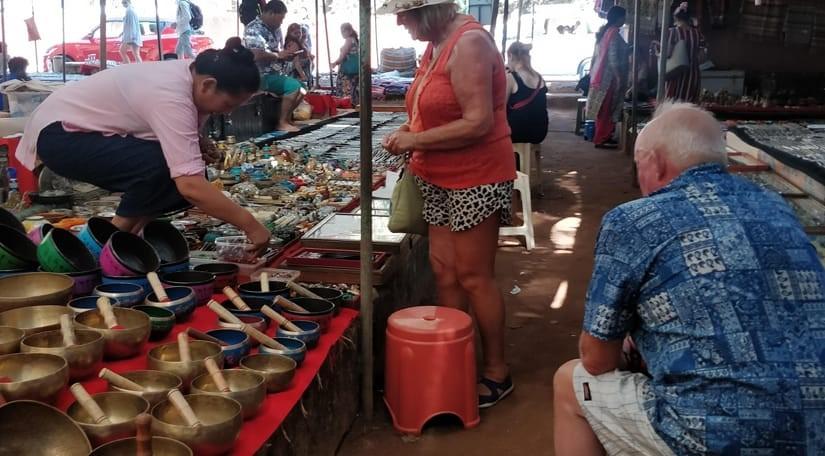 tibetan-market-shopping