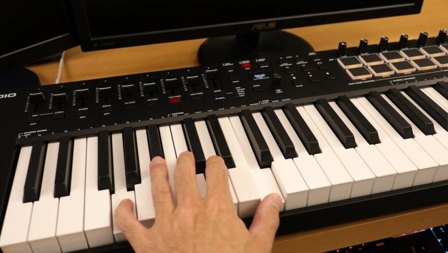 M-Audio Oxygen Pro 49 - Semi-Weighted Keys