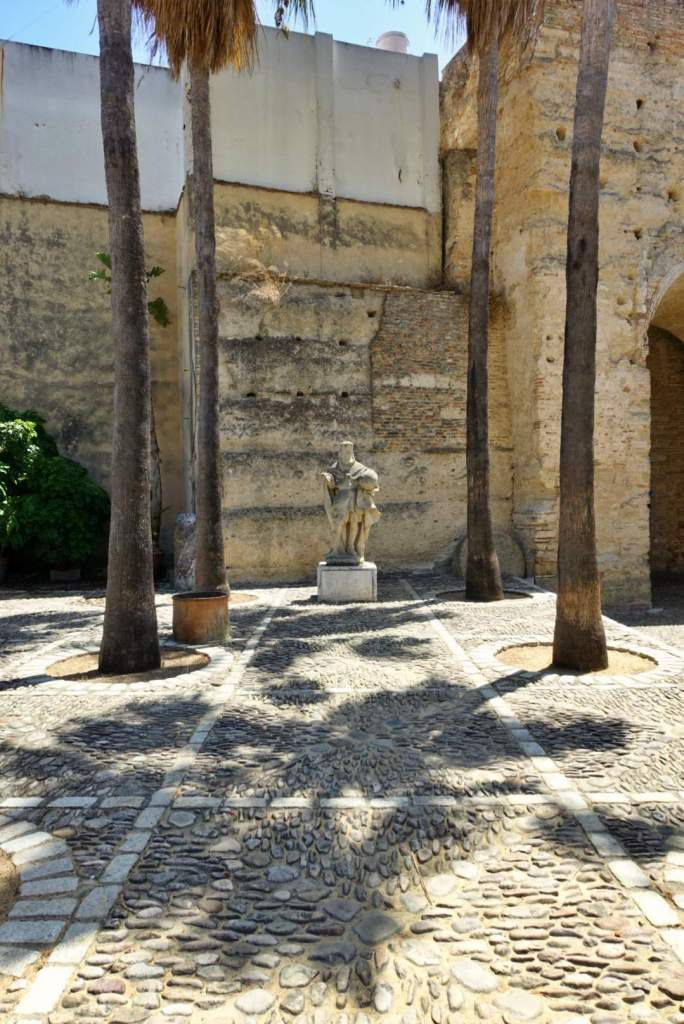 Statue in Alcazar de Jerez