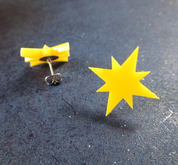 yellow start captain marvel cosplay earrings one foward one backwards