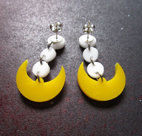upside down Sailor Moon Cosplay Earrings to show earring stud posts