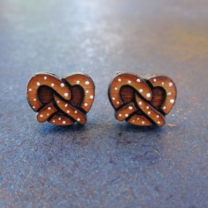 salted pretzel shaped earrings facing forward