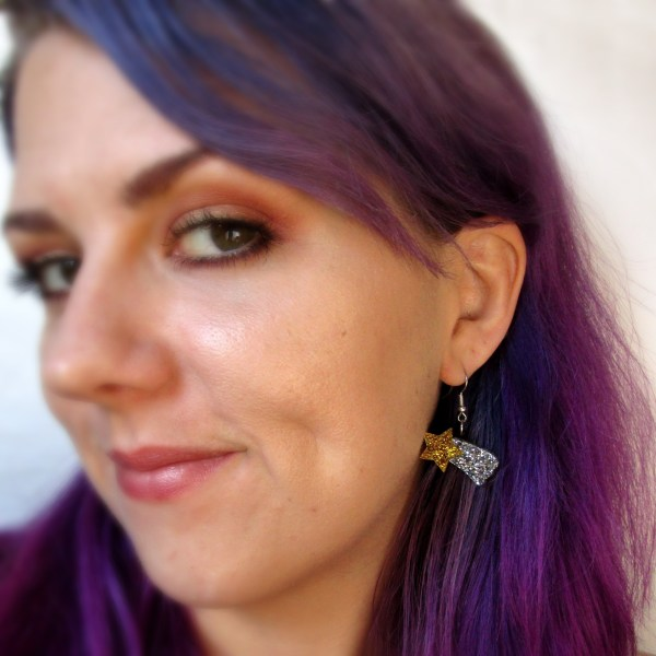 lady wearing shooting star earring