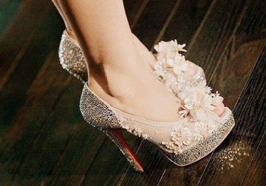 beautiful-shoes-with-diamonds.high-heel-shoes