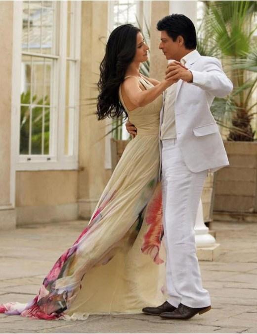 jab-tak-hai-jaan-movie-JTHJ-2012-wallpaper-shahrukh-katrina-romantic-scene-PICTURE