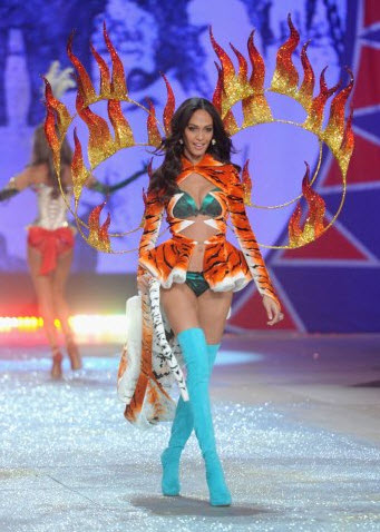 Joan-Smalls Victoria-Secret FashionShow-2012-2013 Pictures
