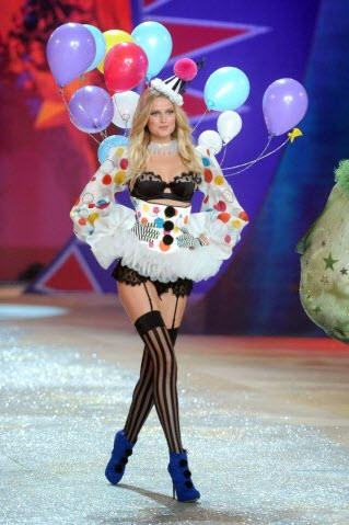 Toni-Garrn Victoria-Secret Fashion Show-2012-2013 Pictures