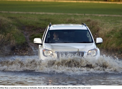 Toyota-Land-Cruiser-2013-off road drive water