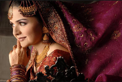 Beautiful-Pakistani-Aunty-in-Bridal-Dress-Picture