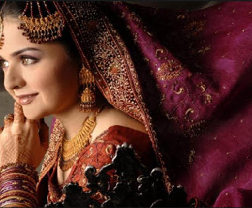 Beautiful-Pakistani-Aunty-in-Bridal-Dress-Picture