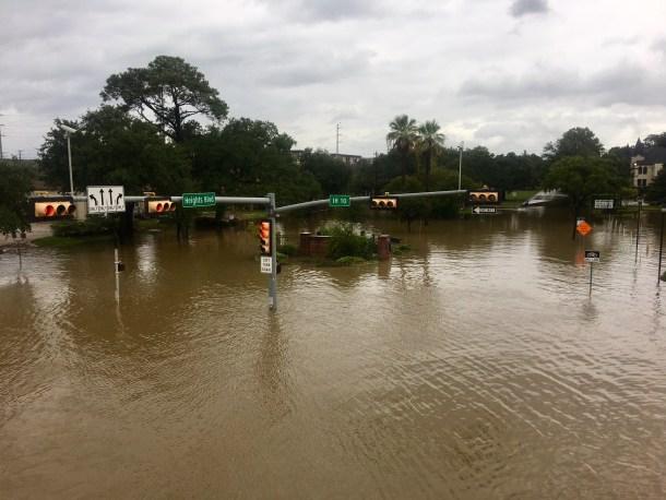 houston flood photos harvey heights i10