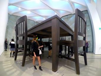 ザ・ブロード(大きなテーブルと椅子)