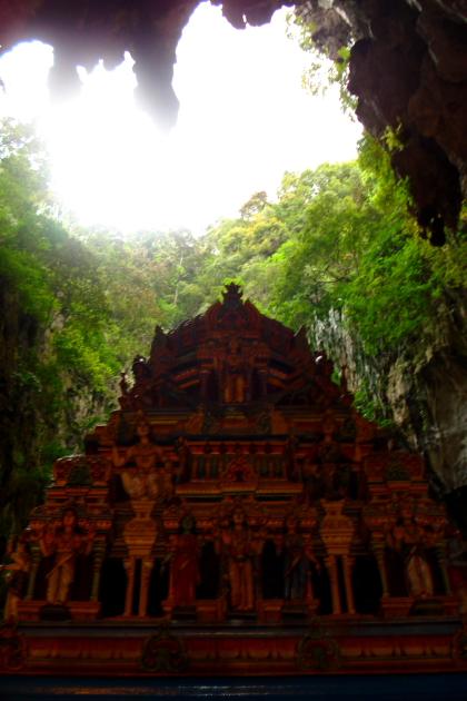 Пещеры Бату Кейвс
