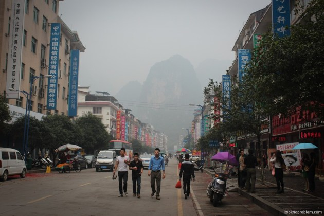 Bicycle Around Yangshuo. Moon Hill. Мокрый город