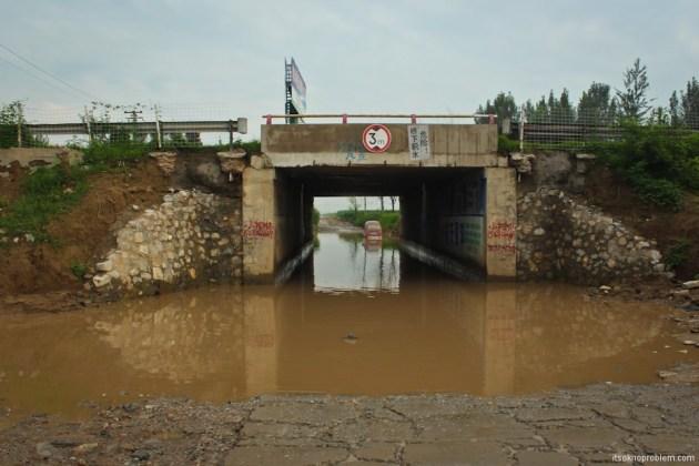 Партизанские тоннели в городке Жаньчжуань. Затопило дорогу