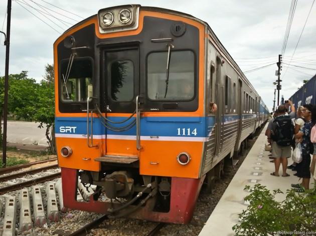 Вокзал Хуа Лампонг - в Ча-Ам на поезде. Из Ча-Ама в Бангкок