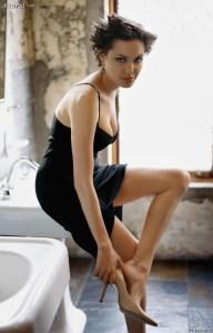 4d3e_Angelina_Jolie_-_Legs_012070112