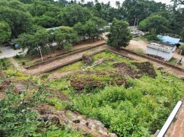 Broken off parts of Pa Hto Taw Gyi Pagoda