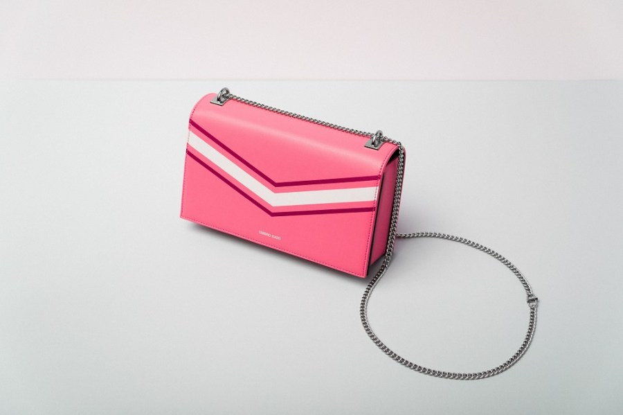 """A Pink medium size crossbody bag with chain. Featured image of itsoutfit.com article """"The ultimate 18 cheap purses under 20 dollars!!!"""""""