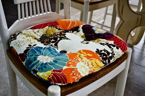 It's The Life: DIY: Re-Cover Your Kitchen Chair Cushions