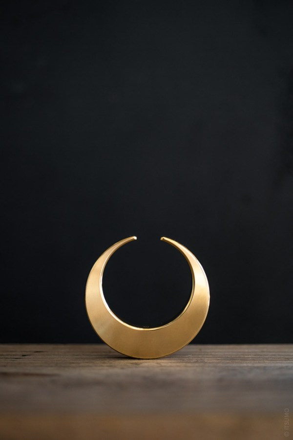 FUTAGAMI_Brass Bottle Opener_Crescent_top
