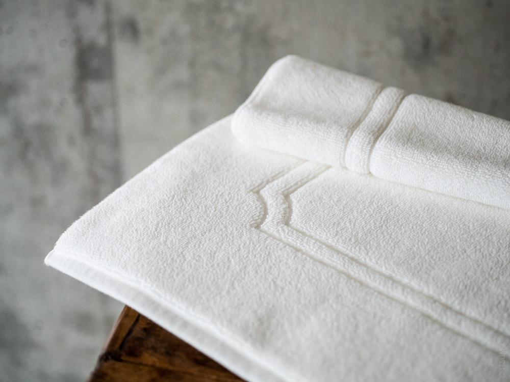 Uchino_Premium Bath Mat_white
