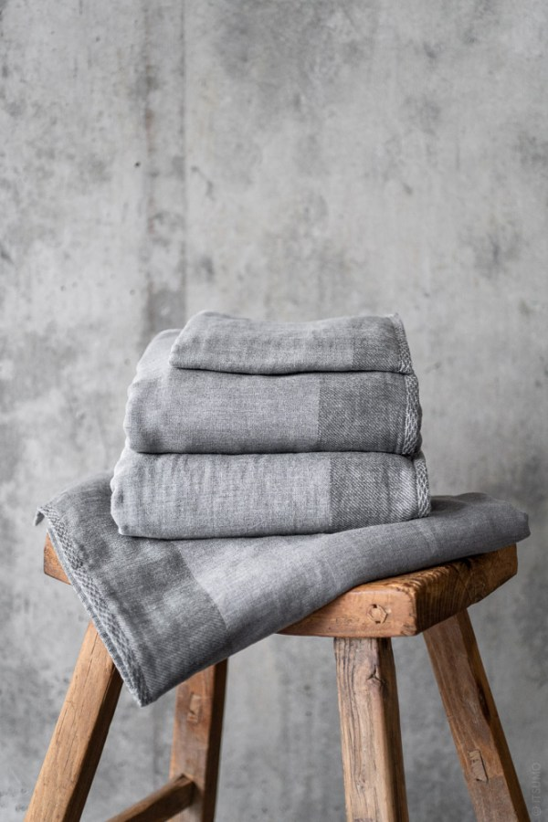 Uchino_Zen Charcoal Gauze & Pile Towel_grey_top